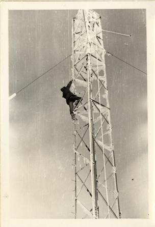 Futura base IMMZ di Monte Mancuso (CZ) sotto la neve si issa il paraboloide sperimentale per la prova della tratta con Cefalonia 1960.