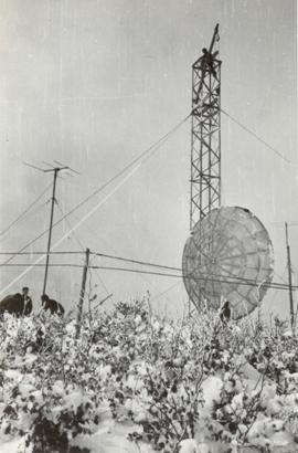 Futura base IMMZ di Monte Mancuso (CZ) sotto la neve si issa il paraboloide sperimentale per la prova della tratta con Cefalonia 1960.3